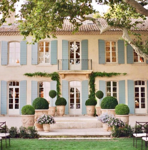 Brilliant French Country Garden Décor Ideas23