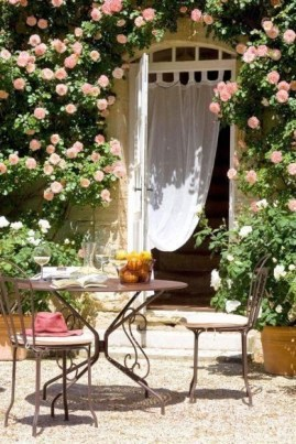 Brilliant French Country Garden Décor Ideas32