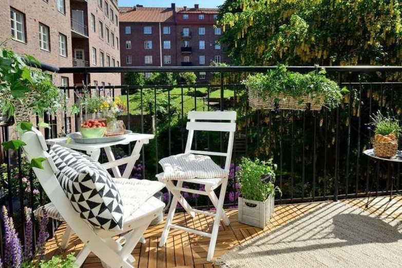 Inspiring Wooden Floor Design Ideas On Balcony For Your Apartment 04