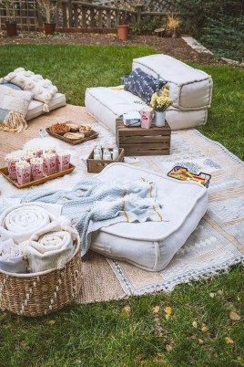 Magnificient Outdoor Summer Decorations Ideas For Party25