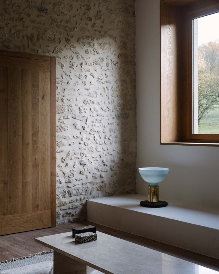 Best Minimalist Walk Closets Design Ideas For You16