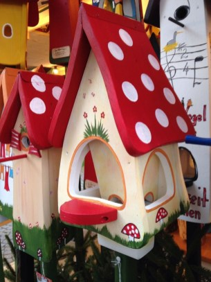 Elegant Bird House Ideas For Your Backyard Space36