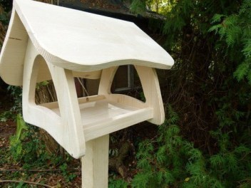 Magnificient Stand Bird House Ideas For Garden37