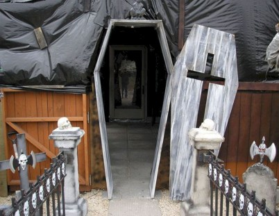 Stylish Outdoor Halloween Decorations Ideas That Everyone Will Be Admired Of20