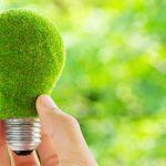 Bombilla verde símbolo de energía limpia